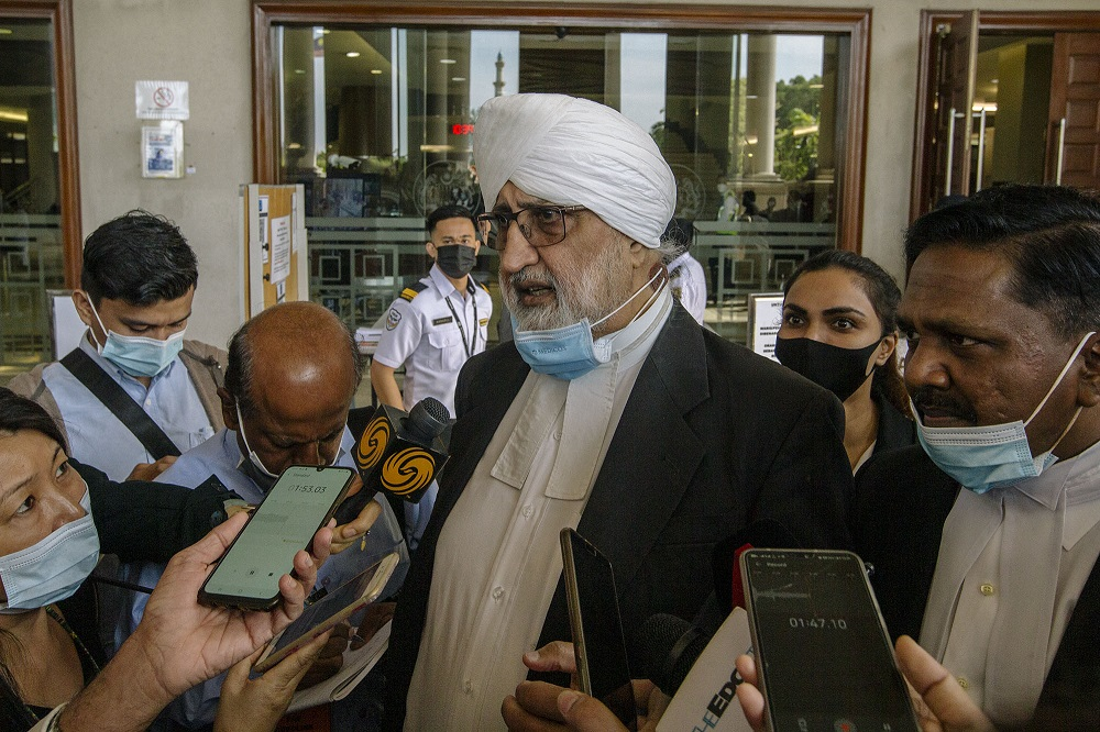 Datuk Jagjit Singh (left) and Lawyer Datuk Akberdin Abdul Kader (right) speak to the press at the Kuala Lumpur Court Complex February 18, 2021. — Picture by Firdaus Latif