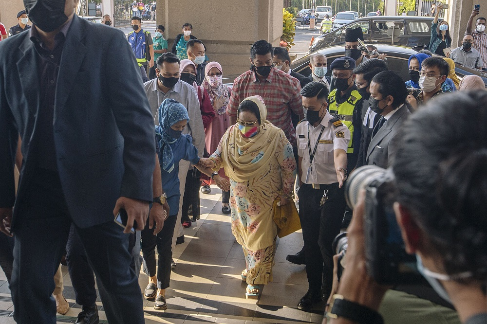 Datin Seri Rosmah Mansor arrives at the High Court in Kuala Lumpur February 18, 2021. — Picture by Firdaus Latif