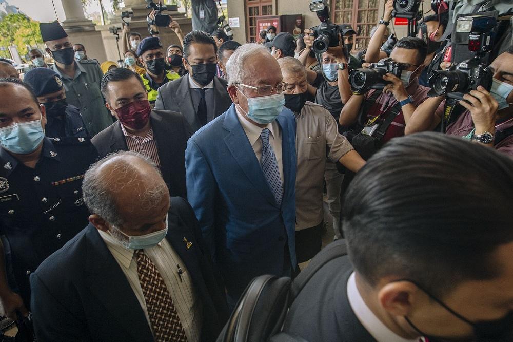 Datuk Seri Najib Razak arrives at the Kuala Lumpur High Court Complex February 18, 2021. — Picture by Firdaus Latif