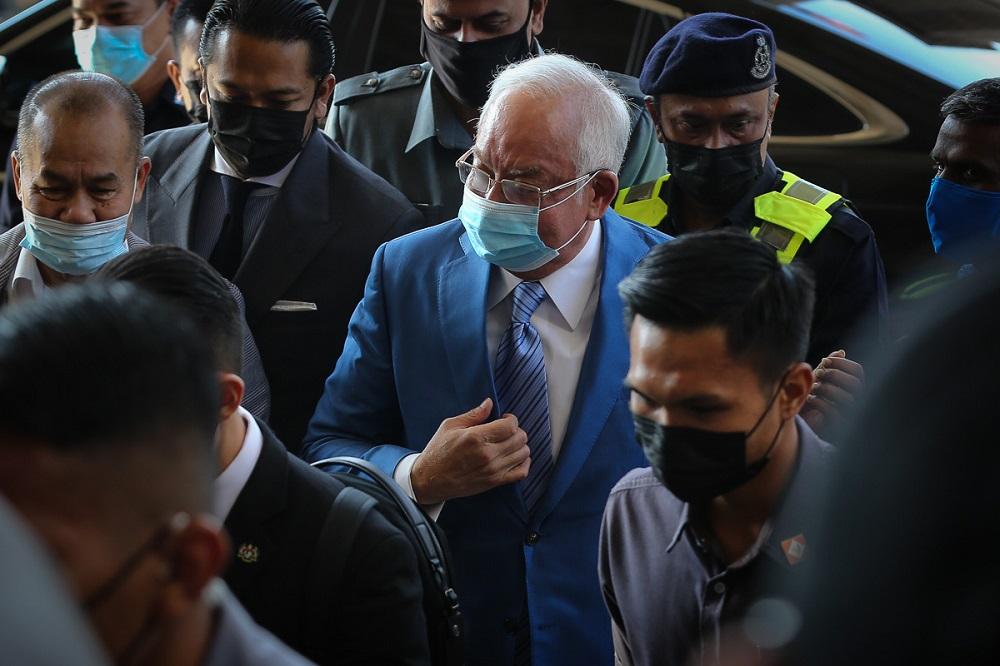 Datuk Seri Najib Razak arrives at the Kuala Lumpur High Court Complex February 18, 2021. — Picture by Yusof Mat Isa