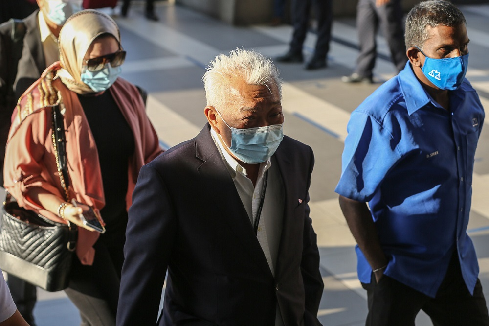 Datuk Seri Bung Mokhtar Radin (centre) and his wife Datin Seri Zizie Ezatte Abd Samad arrive at the Kuala Lumpur High Court Complex February 18, 2021. — Picture by Yusof Mat Isa