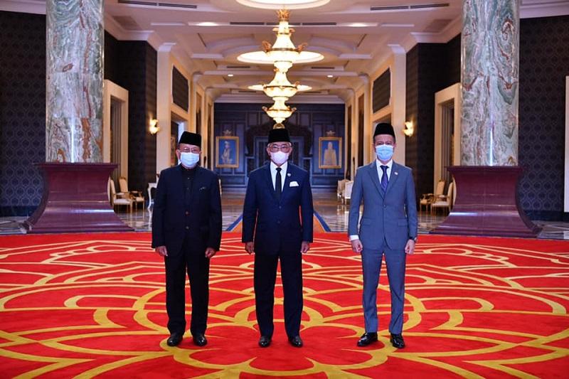 Yang di-Pertuan Agong Al-Sultan Abdullah Ri'ayatuddin Al-Mustafa Billah Shah is flanked by Dewan Negara Speaker Tan Sri Rais Yatim (left) and Dewan Rakyat Speaker Datuk Seri Azhar Azizan Harun at the Istana Negara in Kuala Lumpur February 24, 2021. — Picture via Facebook/Istana Negara