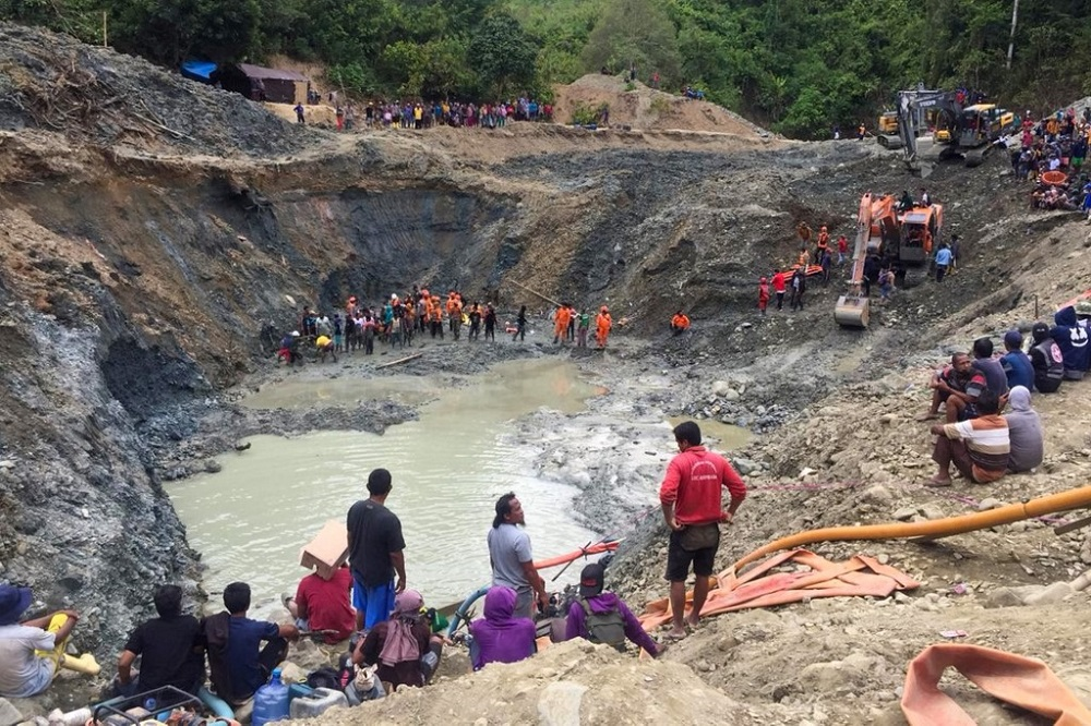 Rescue teams conduct a search for miners buried by a landslide at an illegal gold mining operation in the village of Buranga in Parigi Moutong Regency, Central Sulawesi February 25, 2021. — AFP pic