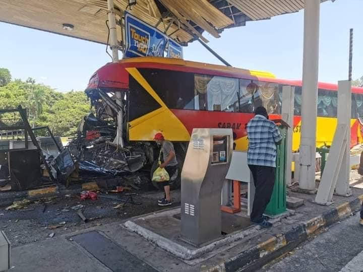 The bus driver tested negative for drugs but was found to also have Covid-19. —  Photo via Facebook/Info Roadblock