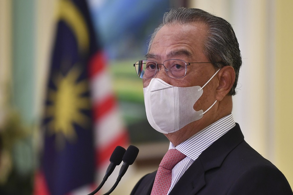 Prime Minister Tan Sri Muhyiddin Yassin  says the government is aware of the fact that some wholesalers and traders had been increasing the price of goods during certain seasons, what more with the rising number of public complaints about the matter. — Bernama pic
