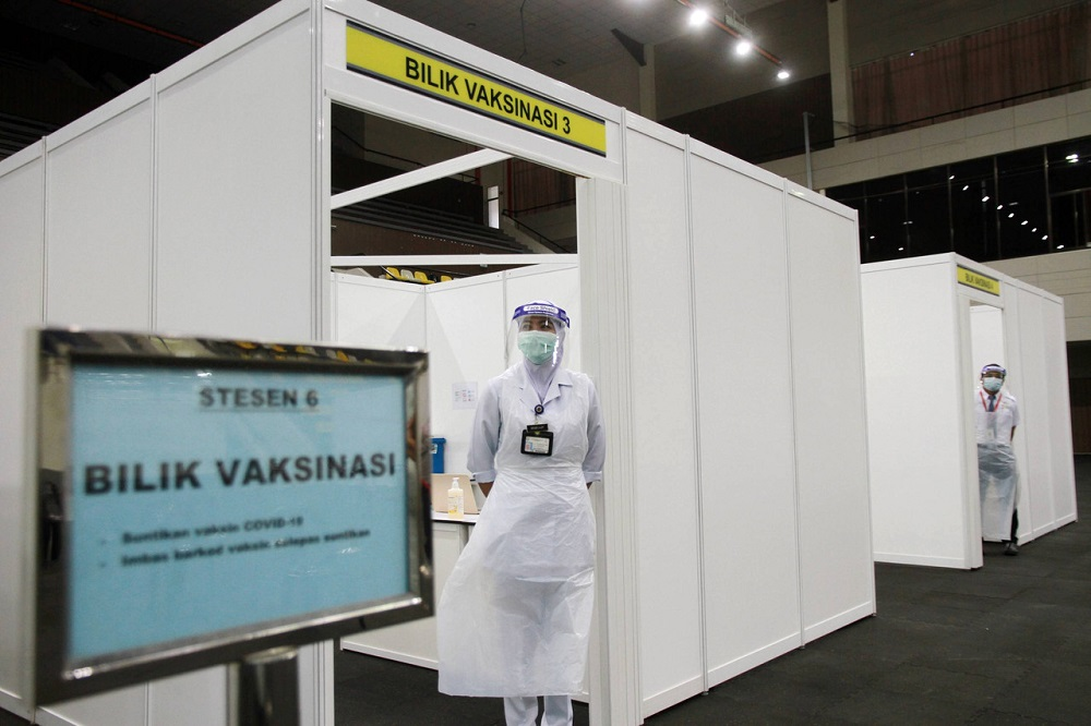 Health workers are seen at the Covid-19 vaccination centre located at the Indera Mulia Stadium in Ipoh February 23, 2021. — Bernama pic