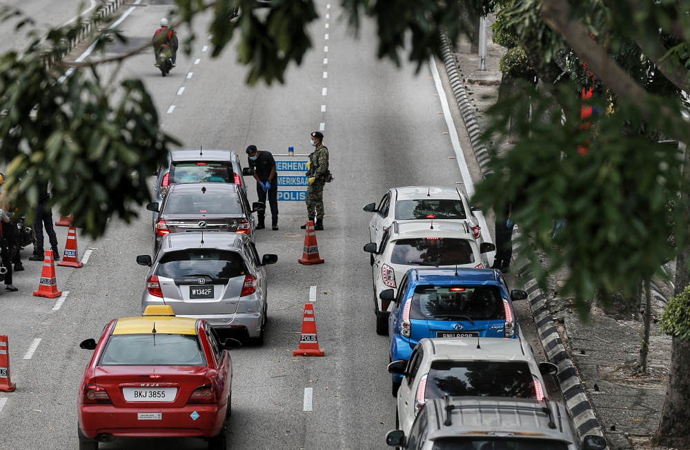 The senior defence minister said the government was maintaining the decision to let university students to travel interstate and return home for the Aidilfitri celebrations despite the imposition of the MCO in parts of Selangor from May 6 to 17. — Picture by Ahmad Zamzahuri