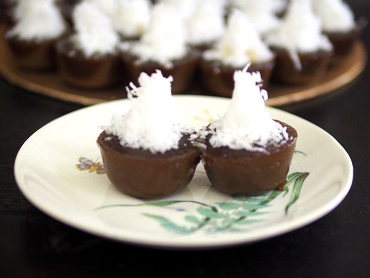 椰糖碗仔糕的口感松软,吃起来还带点弹性。-Lee Khang Yi摄-