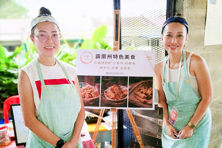 Carmen Meng (right) and her business partner Cathy Lee (left) at Pingmin Market's bazaar.