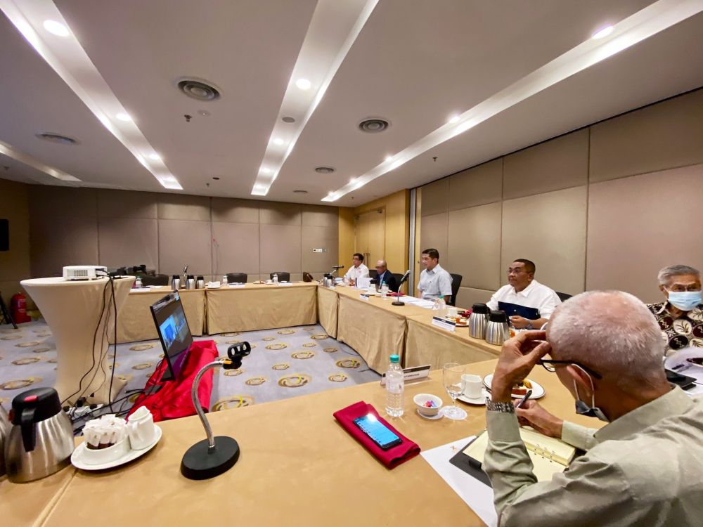 Azmin (centre) attends a meeting Perikatan component parties' election directors. — Picture via Twitter