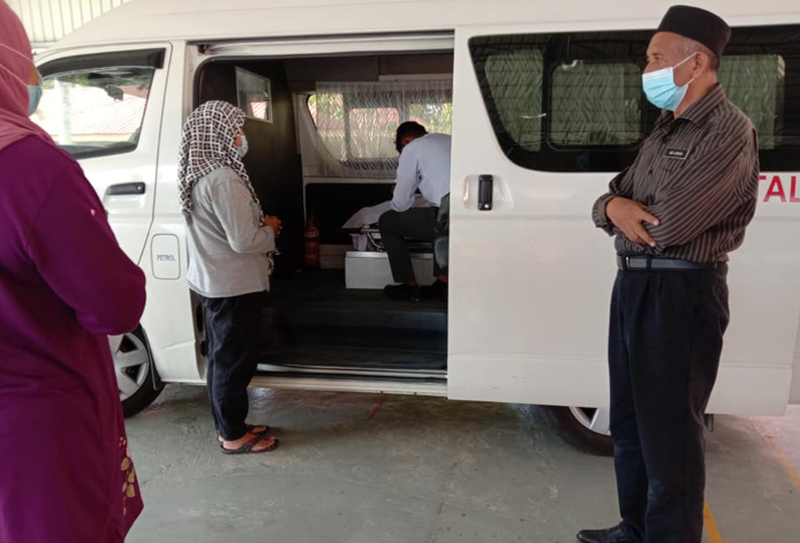 Muhammad Haikal couldn't hold back the tears when the hearse carrying his father's body arrived at his school. —  Picture via Facebook/Badariah Mohd Mohaidin