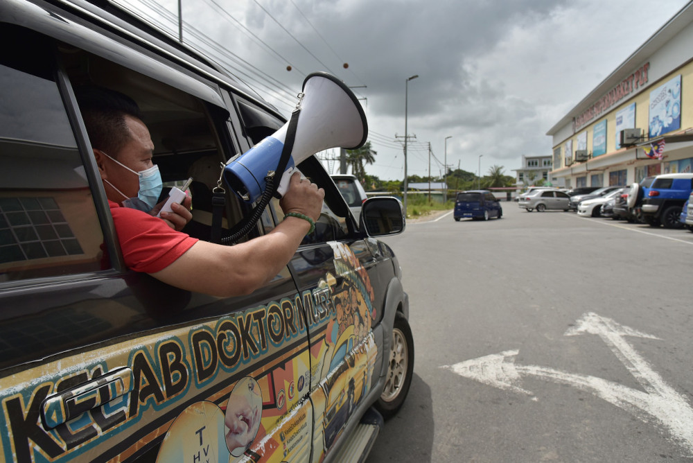 Health personnel continue to carry out publicity, reminders and education on Covid-19 around the Labuan area February 22, 2021. — Bernama pic