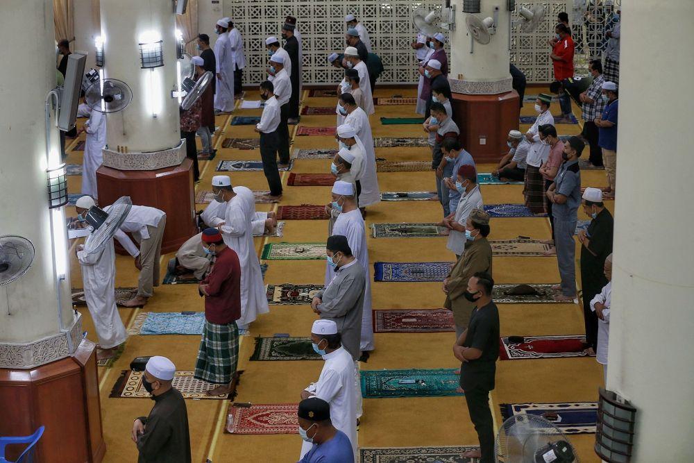 Muslims perform Friday prayers at the Al-Hidayah Mosque in Kampung Sungai Penchala, Segambut February 5, 2021.  — Picture by Ahmad Zamzahuri