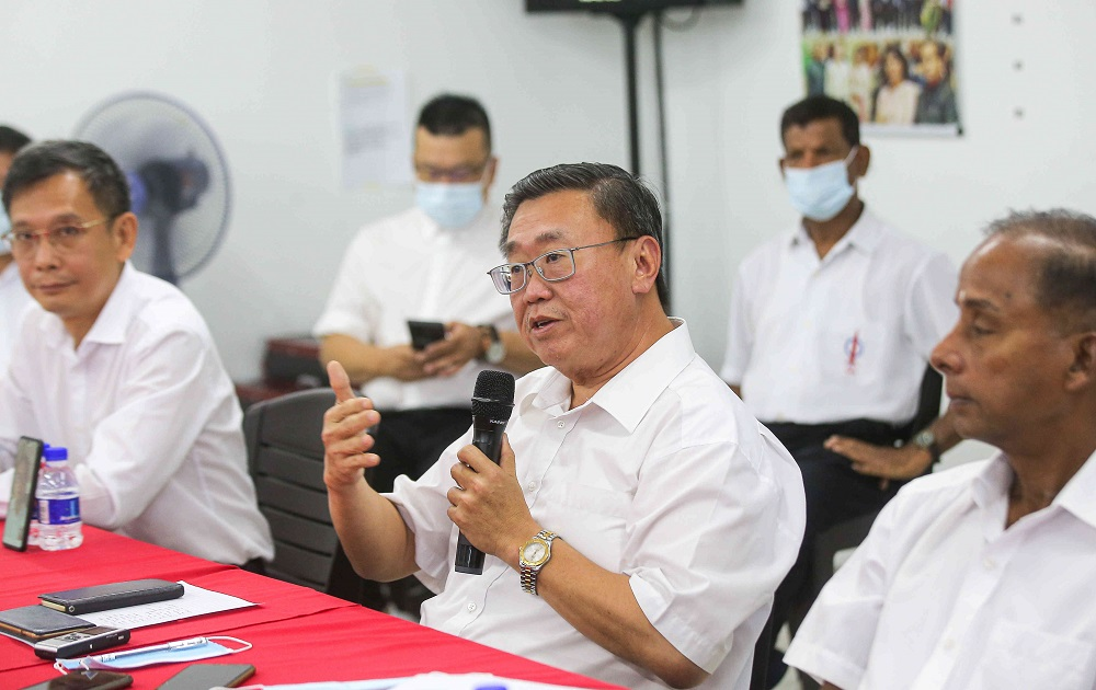 Thomas Su (centre) and M. Kulasegaran (right) announced their intention to run for the Perak DAP election on March 14.