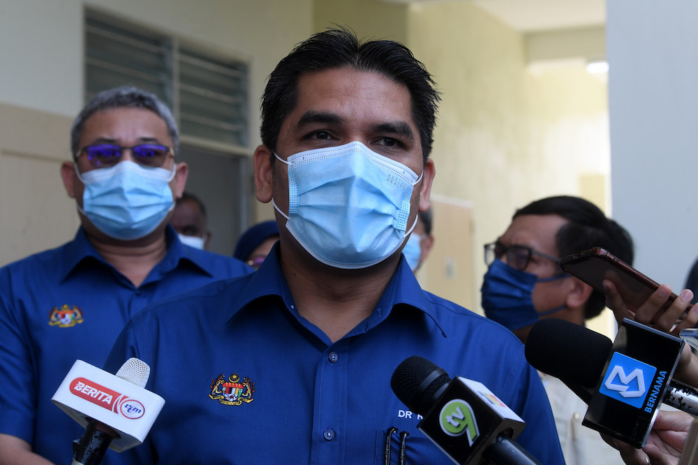 Senior Minister of Education Datuk Radzi Md Jidin said that if a Covid-19 case was detected in a school, the district health office (PKD) would conduct a risk assessment and advise the school accordingly. — Bernama pic
