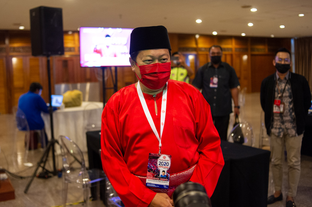 In a tweet, the Umno secretary-general said he faced two choices before signing the declaration, but ultimately, the decision was not a difficult one for him to make. ― Picture by Shafwan Zaidon