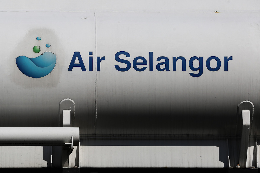 The Air Selangor logo is seen on a water tanker in Shah Alam March 30, 2021. — Picture by Yusof Mat Isa