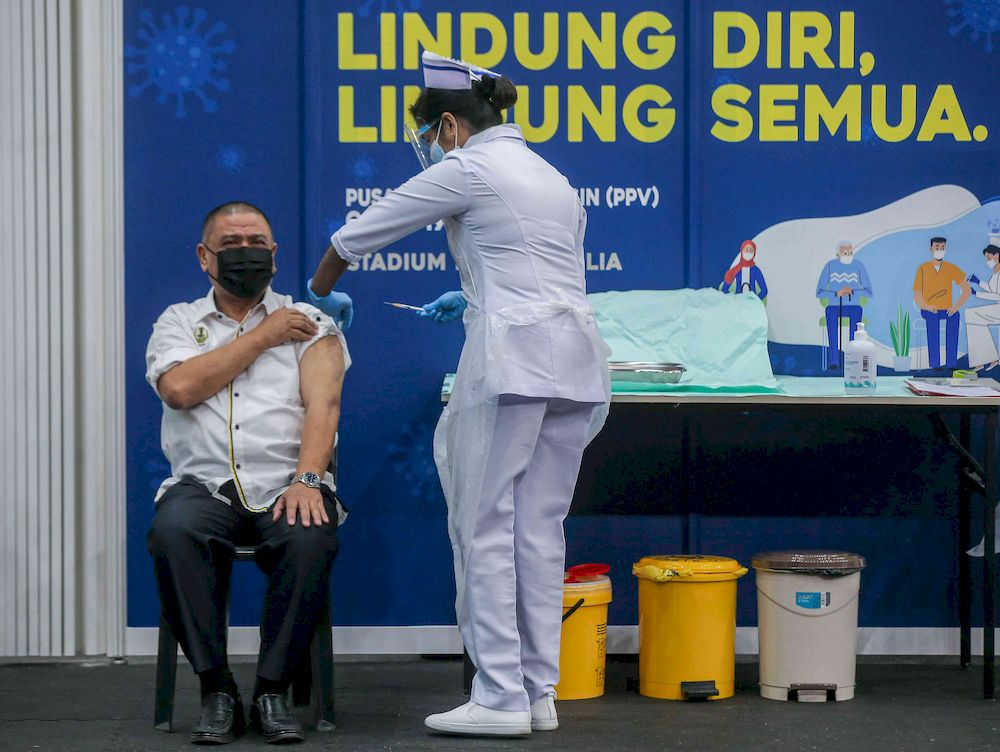 Perak Mentri Besar Datuk Saarani Mohamad receiving the Covid-19 vaccine at the at vaccination centre (PPV) at the Indera Mulia Stadium in Ipoh, March 1, 2021. — Picture by Farhan Najib