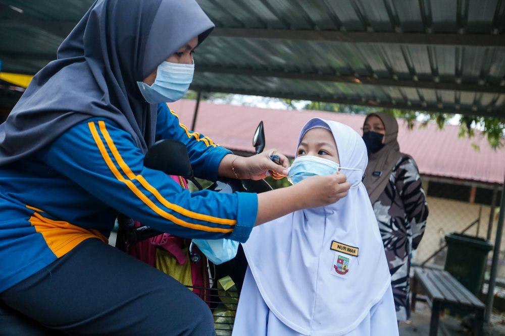 A Sekolah Kebangsaan Penaga student gets ready to return to school in Penang March 1, 2021. — Picture by Sayuti Zainudin