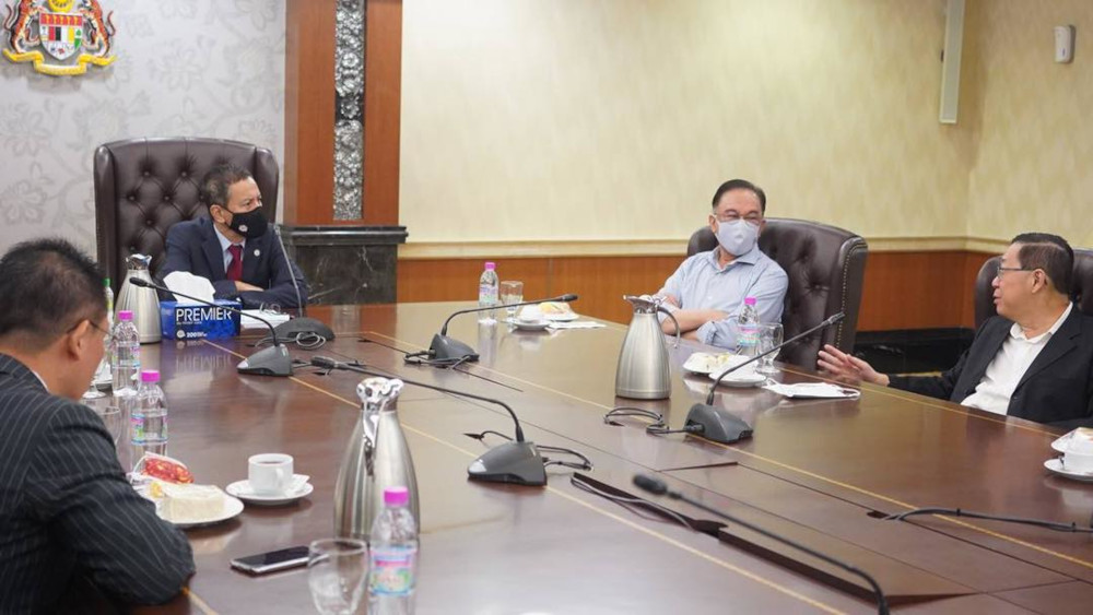 Opposition Leader Datuk Seri Anwar Ibrahim shared several photographs on his social media accounts this afternoon of his meeting with Dewan Rakyat Speaker Datuk Azhar Azizan Harun in the morning. — Picture from Facebook/Anwar Ibrahim