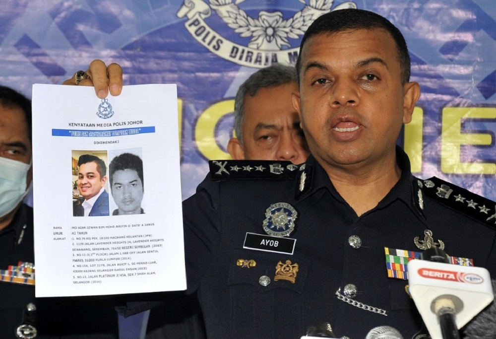 Johor police chief Datuk Ayob Khan Mydin Pitchay holding-up a photofit of the suspect that was revealed as a former deputy public prosecutor during a press conference in Johor Baru today. ― Picture by Ben Tan