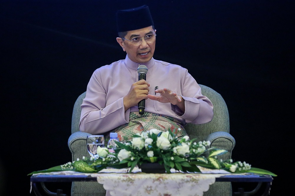 Datuk Seri Mohamed Azmin Ali said the decision on where he should contest in GE15 would be made by Parti Pribumi Bersatu Malaysia (Bersatu) president, Tan Sri Muhyiddin Yassin. ― Picture by Yusof Mat Isa