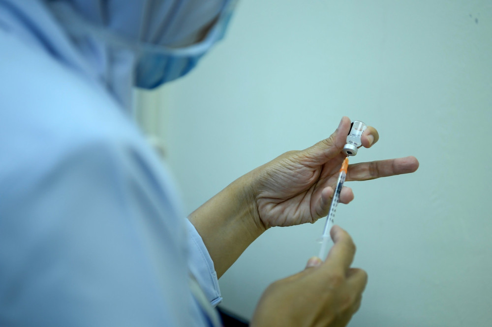 A Precinct 18 Putrajaya Health Clinic nurse is seen preparing the Covid-19 Pfizer-BioNTech vaccine to be distributed via a specialised 'Low Dead Volume' (LDV) syringe at the Precinct 18 Putrajaya Health Clinic, March , 2021. — Bernama pic