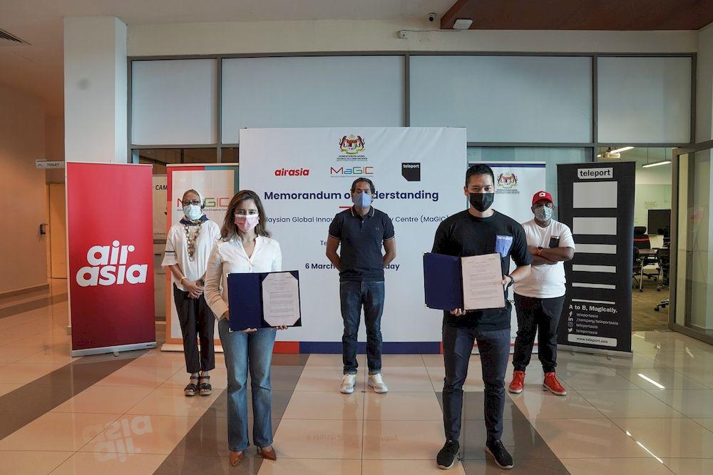 From left: Mosti secretary-general Datuk Siti Hamisah Tapsir, Dzuleira, Khairy, Teleport CEO Pete Chareonwongsak and Fernandes at the Memorandum of Understanding (MoU) ceremony. — Picture courtesy of MaGIC