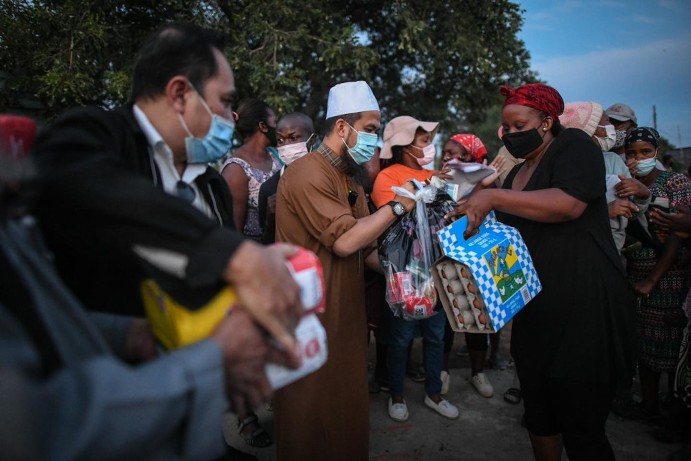 Local philanthropist, Ebit Lew was greeted with singing, dancing, and ritual by the locals during his humanitarian visit to a South African village. — Picture courtesy of Facebook/Ebit Lew