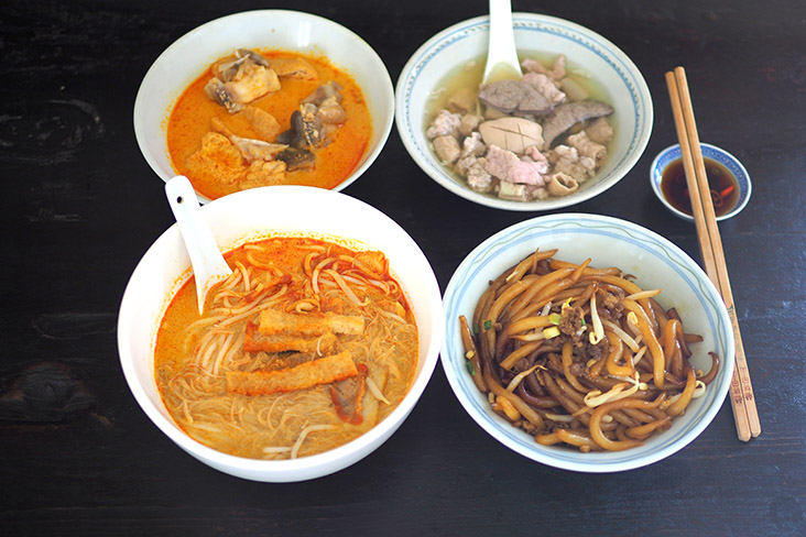 Enjoy breakfast or lunch with curry 'mee' and pork noodles from 99 Hometown Curry Mee — Pictures by Lee Khang Yi