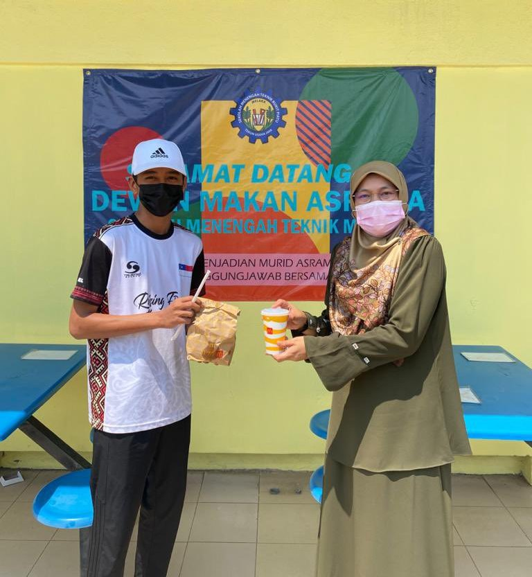 Form 5 student Muhammad Danial Asyraf Azahari said it was cool of their headmistress Jaliah Abu to accommodate their fast-food cravings. ― Picture via Twitter @EnyolDanial