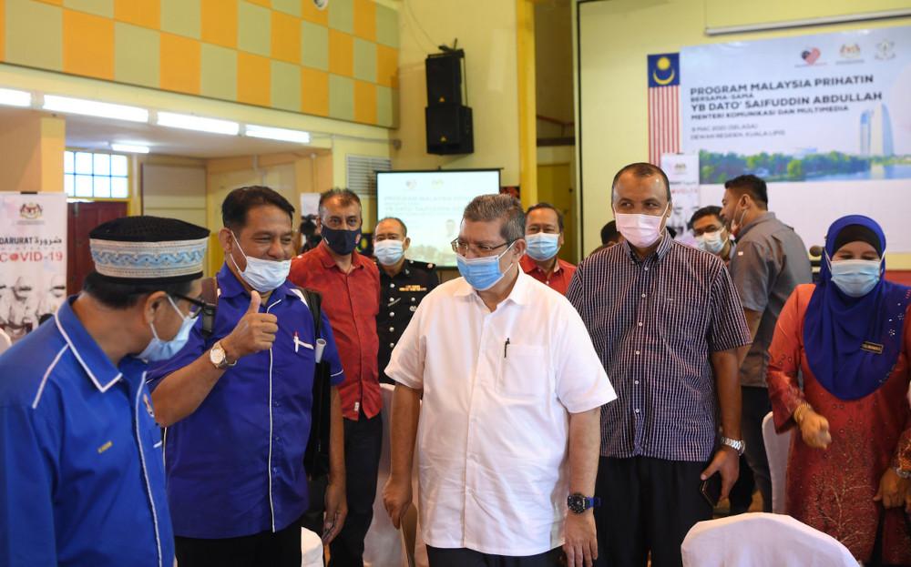 Datuk Saifuddin Abdullah at the Malaysia Prihatin Programme at the Temerloh Community College in Pahang, March 10, 2021. — Bernama pic