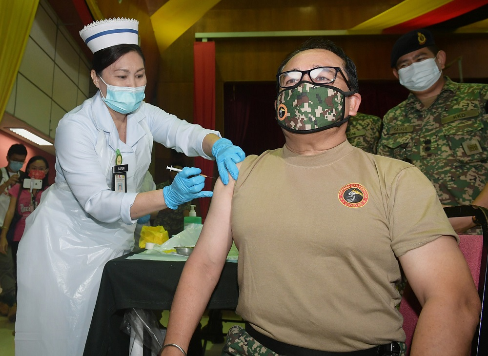 First Infantry Division commander Major General Datuk Dzulkafli Mustaffa received the Pfizer-BioNtech vaccine shot at about 10am today, March 12, 2021. ― Bernama pic