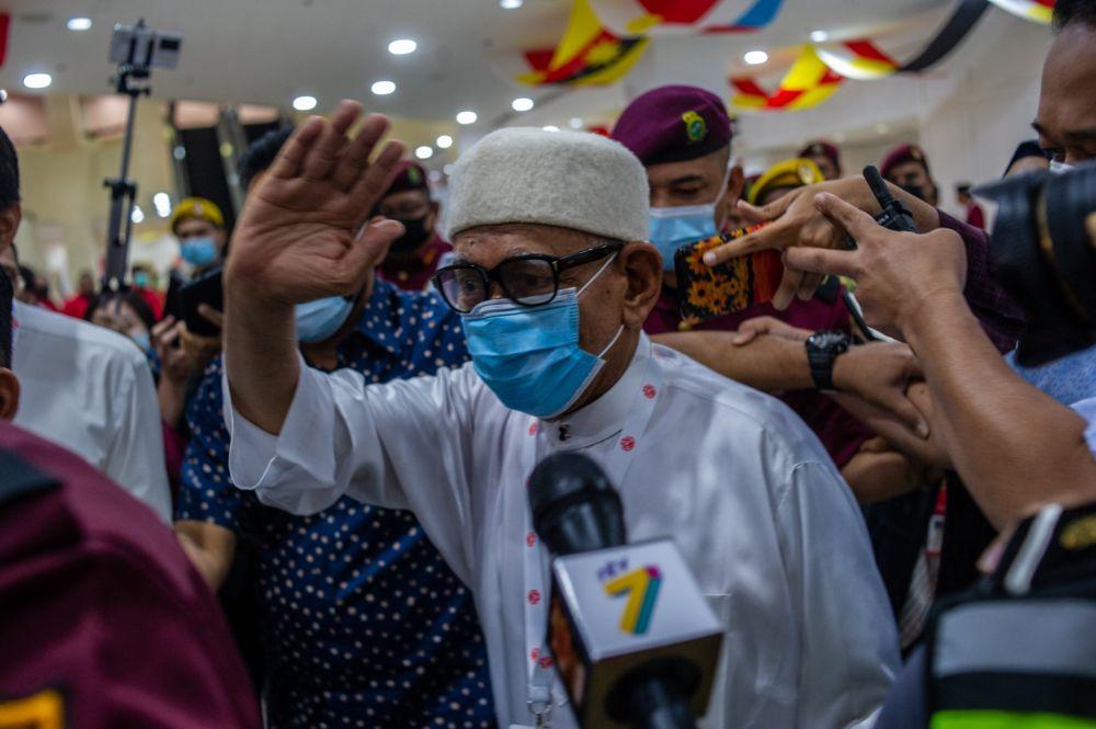 PAS president Datuk Seri Abdul Hadi Awang waves at reporters at  the 2020 Umno general assembly in Kuala Lumpur March 28, 2021. — Picture by Shafwan Zaidon