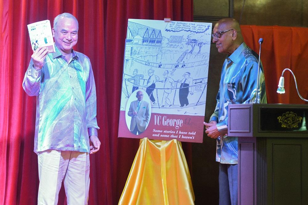 Perak Sultan Nazrin Muizzuddin Shah (left) officiates the book launching ceremony of veteran judge Tan Sri Vadaketh Chacko George at the Royal Selangor Club in Kuala Lumpur. ― Picture by Miera Zulyana
