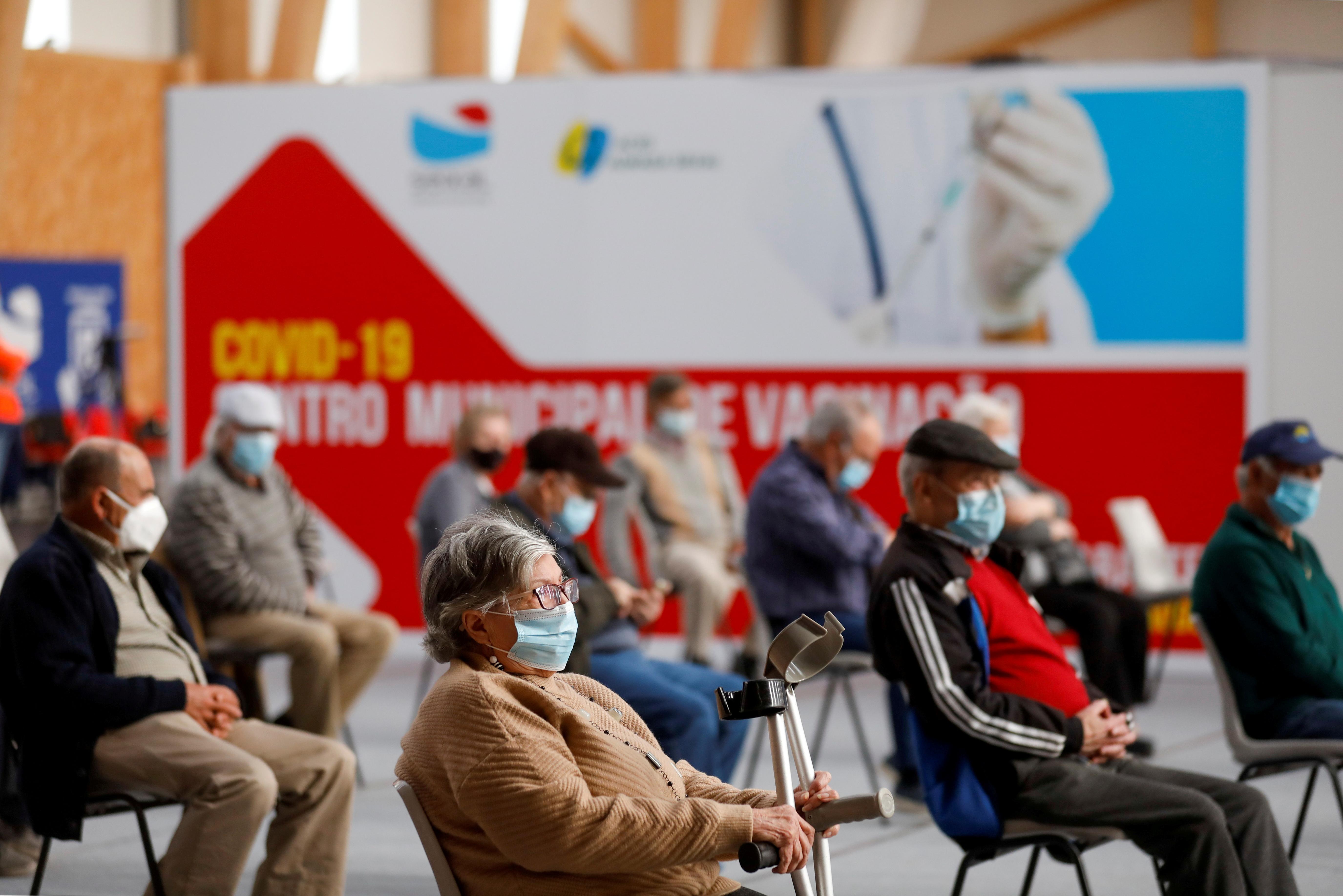 欧洲多国已对阿斯利康疫苗施打年龄提出建议,其中葡萄牙只让60岁以上人士接种阿斯利康疫苗。-路透社-