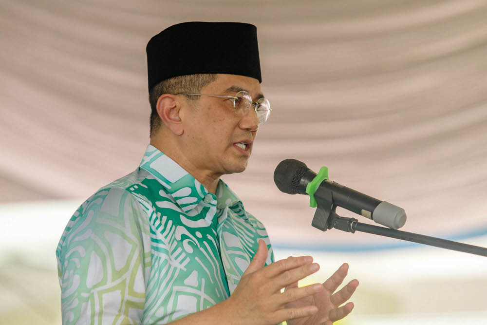 Gombak MP Datuk Seri Mohamed Azmin Ali speaks at the Ihya Ramadan Mosques and Surau donation presentation ceremony in Gombak April 11, 2021. — Picture by Firdaus Latif