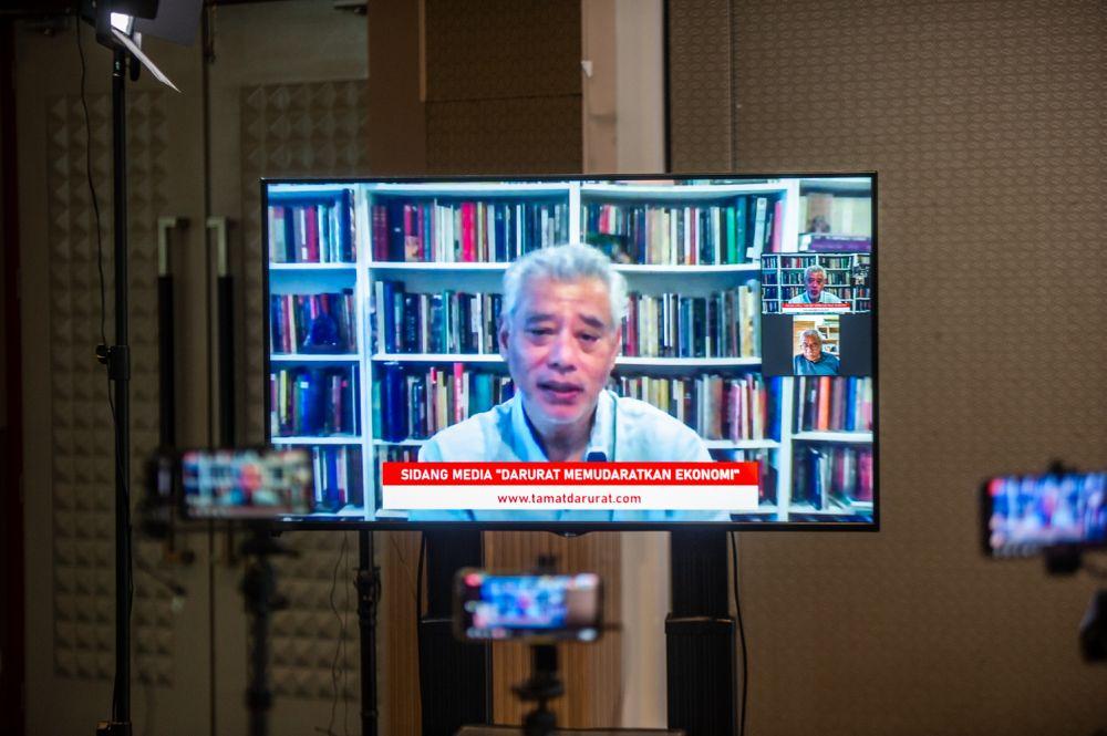 Professor Jomo Kwame Sundaram addresses reporters during a virtual press conference at Tamu Hotel, Kuala Lumpur April 19, 2021. — Picture by Shafwan Zaidon
