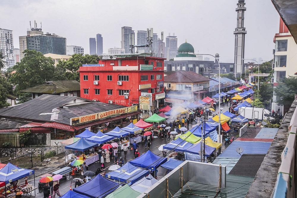 The Kampung Baru Ramadan bazaar is amongst Malaysia's oldest Ramadan bazaars having been around for over 60 years. ― Pictures by Hari Anggara