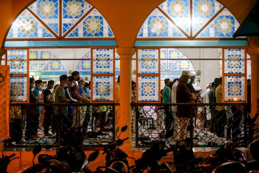 Muslims performing Tarawikh prayer during the holy month of Ramadan at Al-Malik Khalid Mosque, Universiti Sains Malaysia, Penang, April 12, 2021. — Picture by Sayuti Zainudin