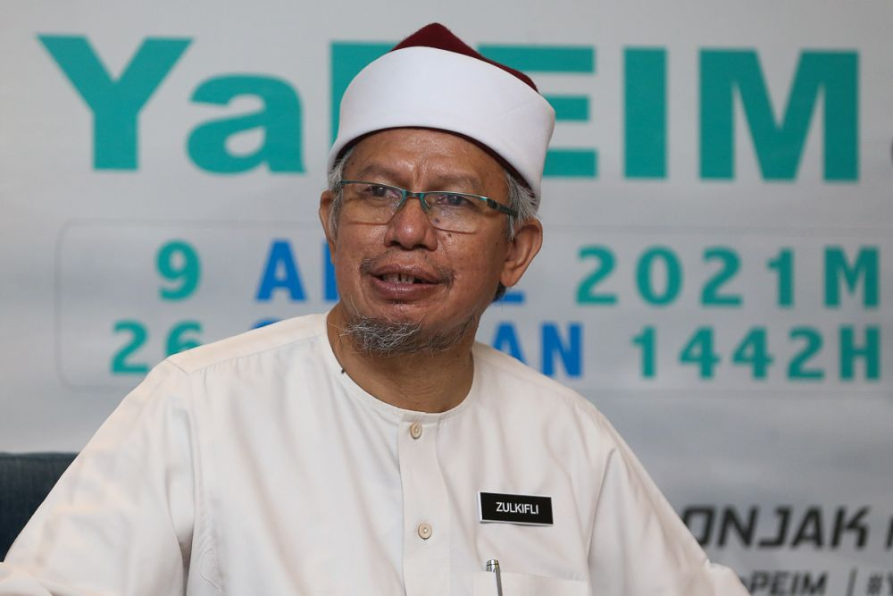 Minister in the Prime Minister's Department (Islamic Affairs) Datuk Seri Zulkifli Mohamad Al-Bakri speaks during a Yapeim-MDTC event in Subang Jaya April 9, 2021. — Picture by Yusof Mat Isa
