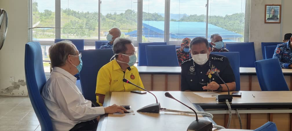 Deputy Chief Minister Datuk Amar Douglas Uggah (left) in a discussion with Sarawak Police Commissioner Datuk Aidi Ismail (right) at the police training centre, April 16, 2021. — Picture courtesy of the Deputy Chief Minister's Office