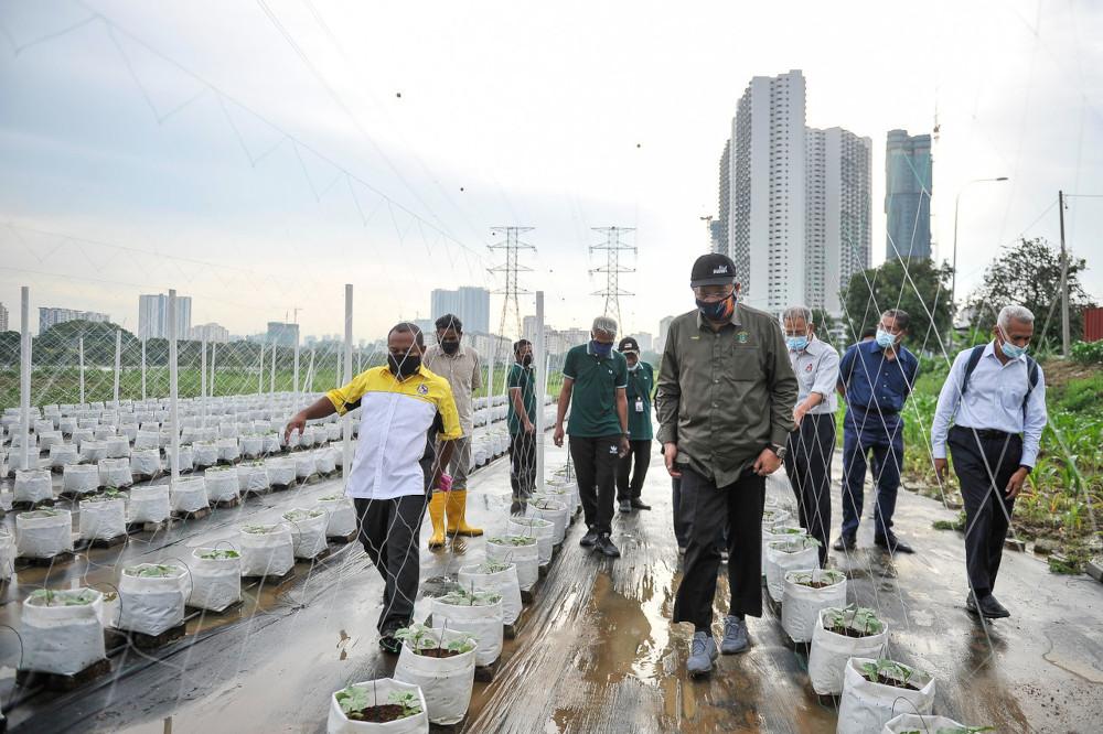 FT Minister Tan Sri Annuar Musa visits the Hijrah Warrior urban farm project at the Anjung Kelana Transformation Centre in Kuala Lumpur, April 19, 2021. — Bernama pic