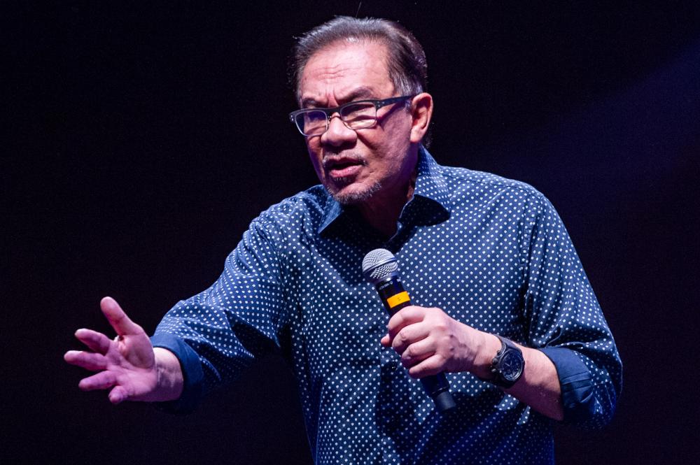 PKR president Datuk Seri Anwar Ibrahim speaks at the Temu Anwar session at Flamingo hotel in Ampang, April 1, 2021. — Picture by Shafwan Zaidon