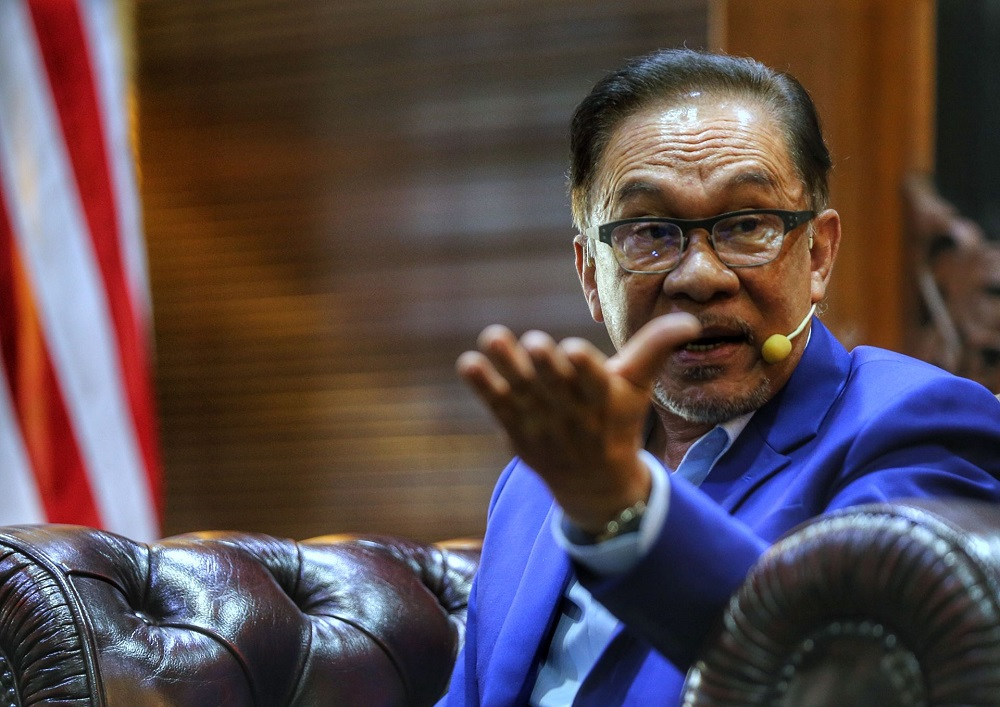 Opposition Leader Datuk Seri Anwar Ibrahim cited a recent study by the Higher Education Ministry that showed more graduates earning between RM1,100 and RM1,500 than at any time in the last 10 years. ― Picture by Ahmad Zamzahuri
