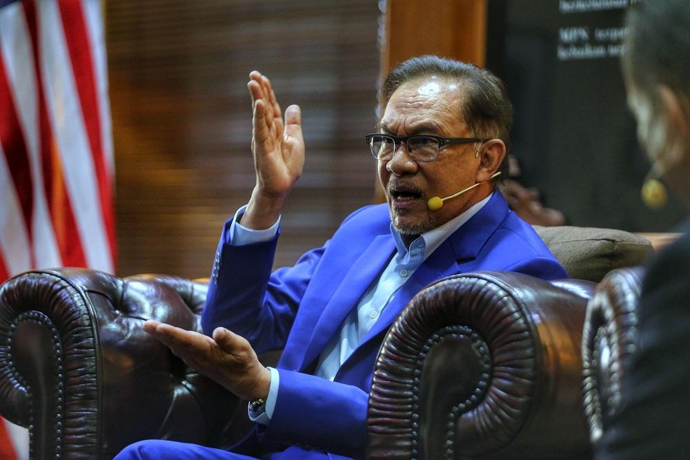 Datuk Seri Anwar Ibrahim speaks during the 'Bicara Tokoh' programme in Kajang April 10, 2021. ― Picture by Ahmad Zamzahuri