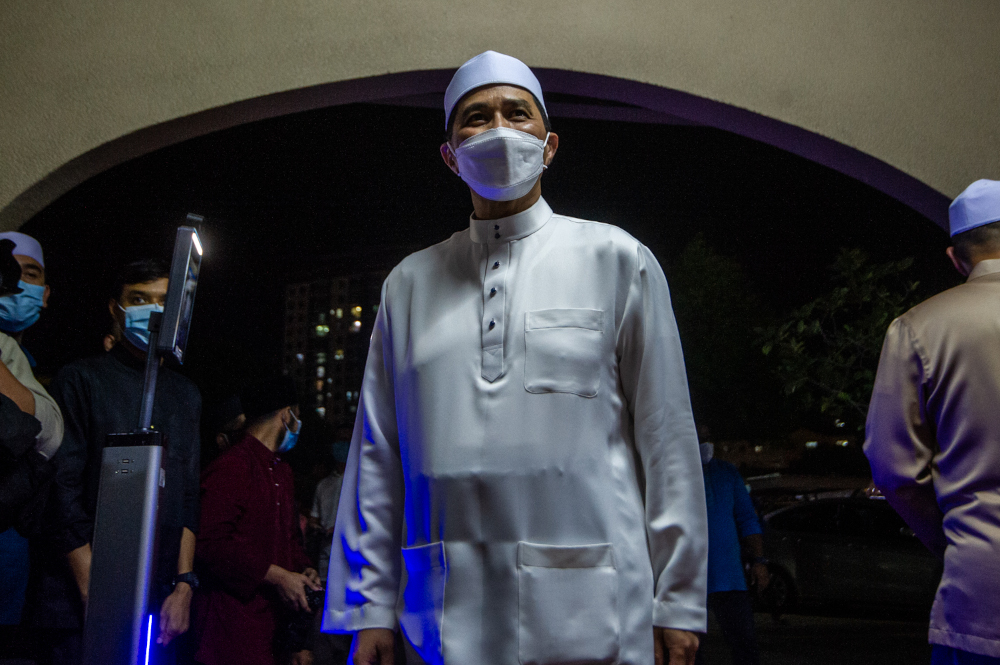Gombak Member of Parliament Datuk Seri Mohamed Azmin Ali attending Isyak and Terawih prayers at Masjid Jamek Al-Amaniah, Batu Caves, April 19, 2021. — Picture by Shafwan Zaidon