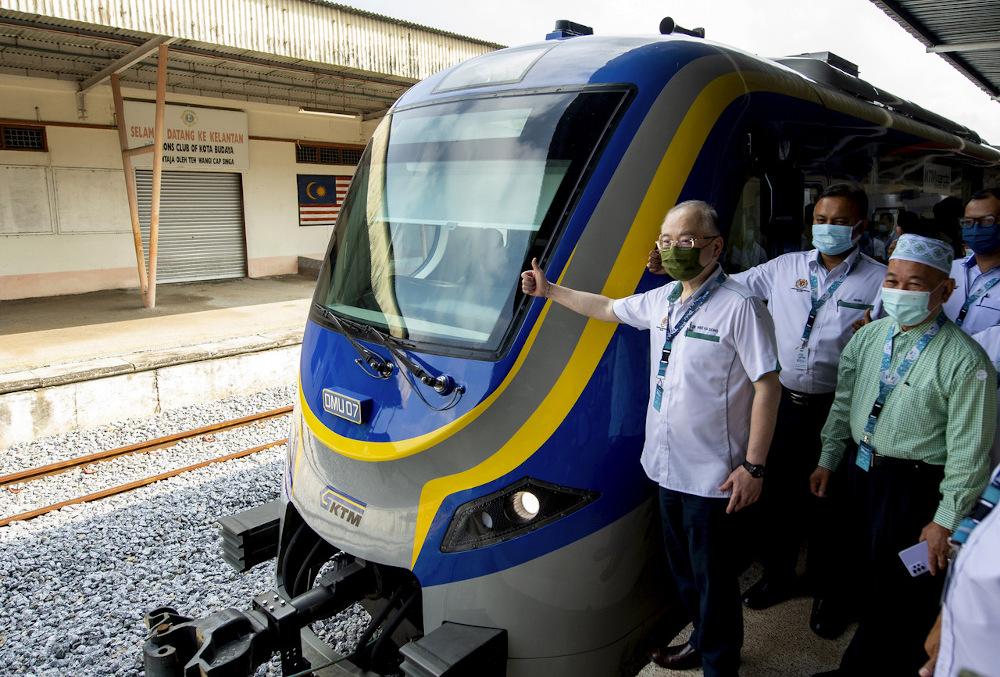 Datuk Seri Wee Ka Siong is seen at the launch of the Diesel Multiple Unit trains at the Pasir Mas Keretapi Tanah Melayu (KTM) Station in Tumpat April 11, 2021. — Bernama pic
