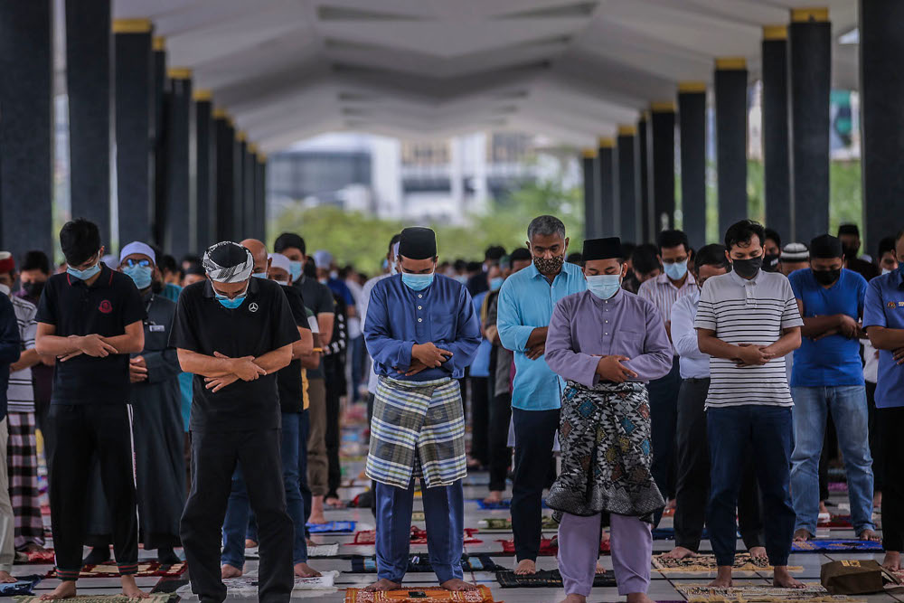 Tengku Mohamad Rizam, who is also the Tengku Temenggong of Kelantan, reminded congregation members to observe the physical distancing of two metres between each other and comply with the stipulated standard operating procedures (SOP). ― Picture by Hari Anggara