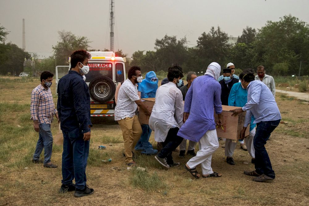 People carry the body of a man, who died from the coronavirus disease (Covid-19), from an ambulance for burial at a graveyard in New Delhi, India, April 16, 2021. — Reuters pic